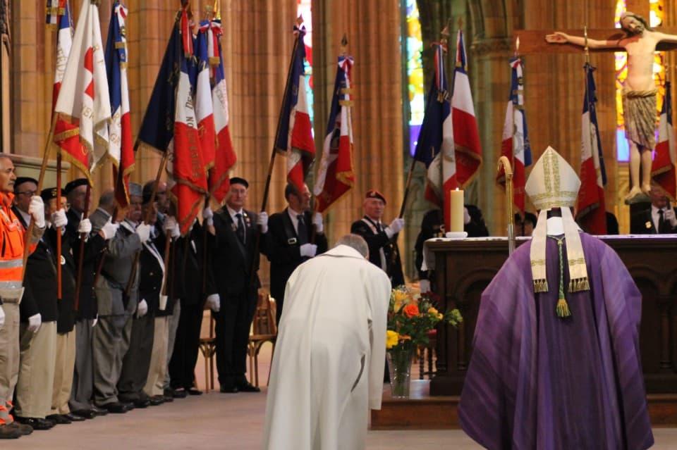 Messe 100 drapeaux 24