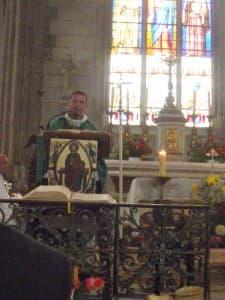 Mgr Brac de la Perrière prononce l'homélie