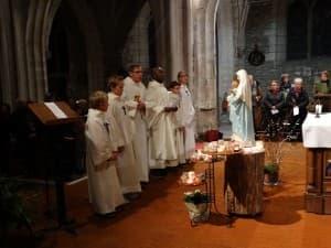 SA + prêtres devant vierge 08.12.2015