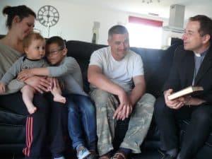 Notre évêque accueilli dans une famille