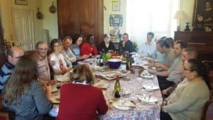 Déjeuner dominical avec des couples accompagnés lors d'un mariage, d'un baptême, ...