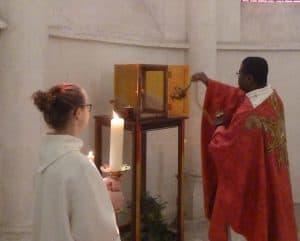Bénédiction tabernacle Cosne encens