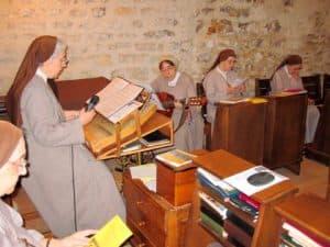 Animation du chant de Communion par les soeurs de la Communauté.