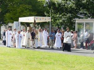 Dimanche, procession eucharistique