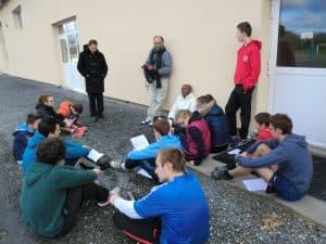 Espace-jeunes, pause Bible pendant l'atelier sport