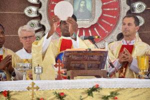 DSC_0329 bis - Première messe célébrée par James Charles, église Saint-Michel, mardi 11 juillet 2017