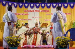 DSC_0606 bis - Cérémonie des deux ordinations d'Arockiadoss et de James Charles, cathédrale Saint-Joseph, Dindigul, samedi 9 juillet 2017