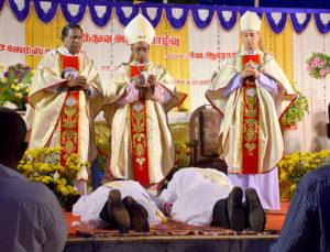 DSC_0618 bis - Cérémonie des deux ordinations de James Charles et Arockiadoss - Dindigul - dimanche 9 juillet 2017