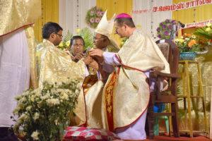 DSC_0670 bis - Cérémonie des deux ordinations Arockiadoss et James Charles à l'église Saint-Joseph, Dindigul, dimanche 9 juillet 2017