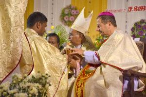 DSC_0672 bis - Cérémonie des deux ordinations d'Arockiadoss et James Charles à l'église Saint-Joseph, Dindigul, dimanche 9 juillet 2017