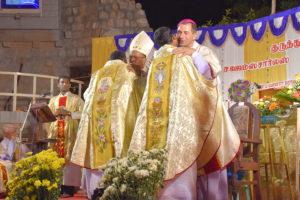 DSC_0673 bis - Cérémonie des deux ordinations Arockiadoss et James Charles à l'église Saint-Joseph, Dindigul, dimanche 9 juillet 2017